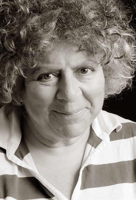 http://www.pottermania.jp/Gallery/CastCrew/MiriamMargolyes/images/0003MiriamMargolyes.jpg